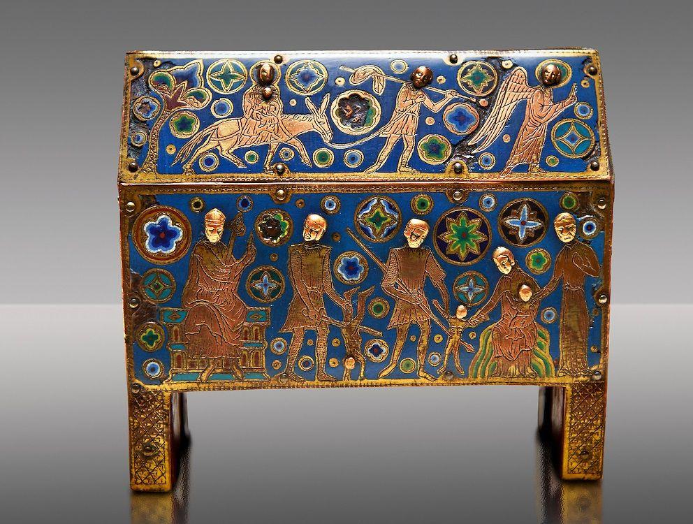 صندوقچه گاتیک میناکاری شده با طرح قربانی معصوم ها از لیموژ در حدود ۱۲۲۰-۱۲۱۰
